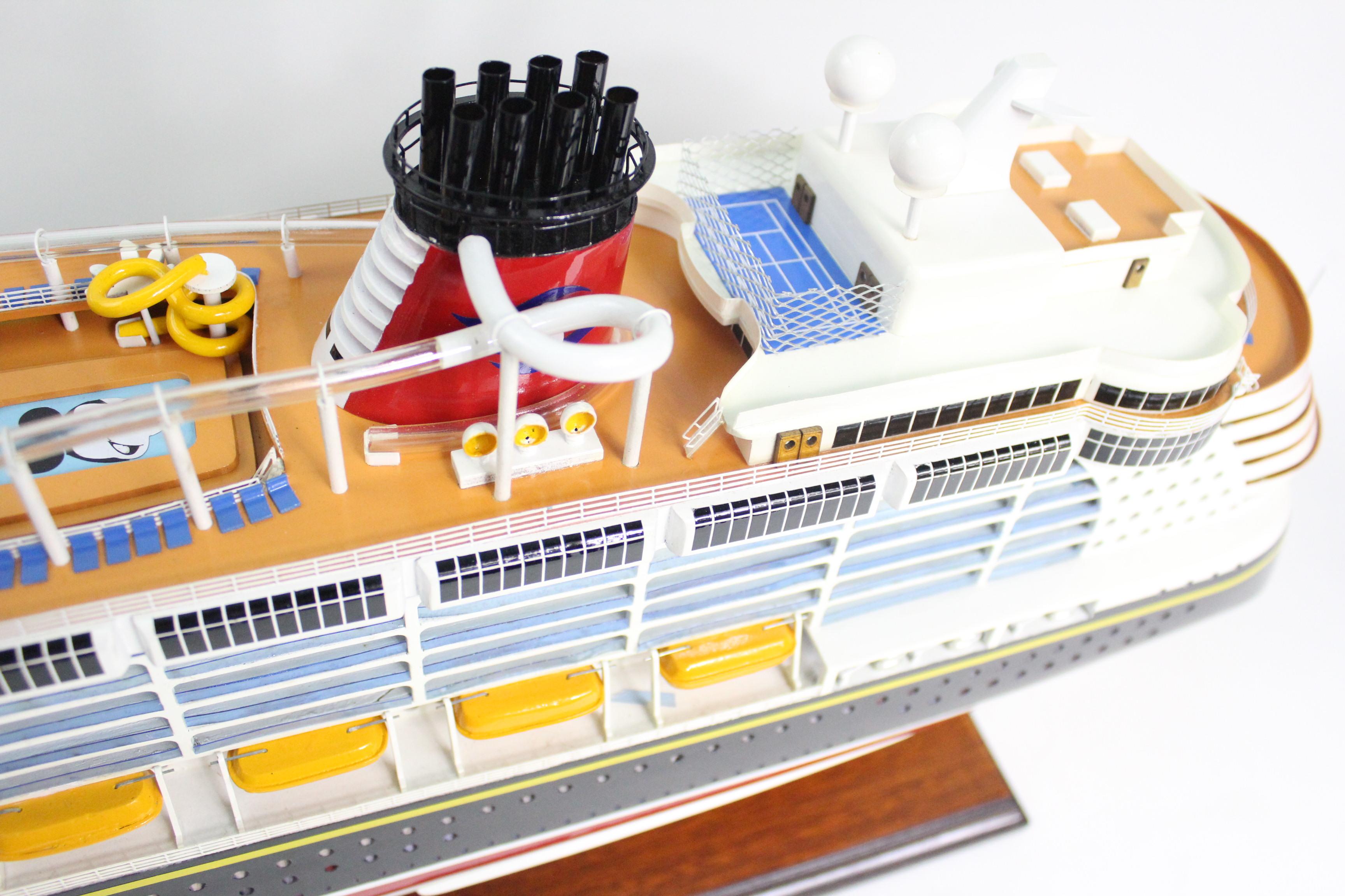 Mô hình du thuyền Disney Dream MNV - TB212 (Thân 80cm)